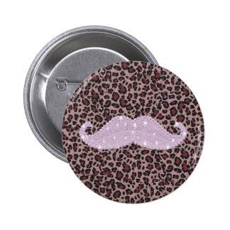 Modelo rosado divertido del bigote y del estampado pin redondo de 2 pulgadas
