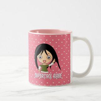 Modelo rosado femenino de los corazones del pollue tazas de café