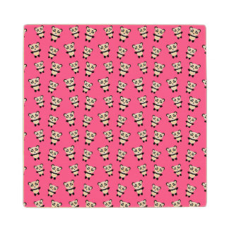 Modelo rosado lindo de la panda