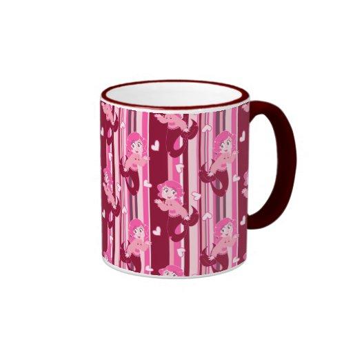 Modelo rosado lindo de la sirena taza