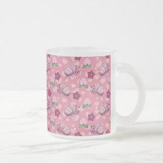 Modelo rosado lindo de los predicadores y de los m taza cristal mate