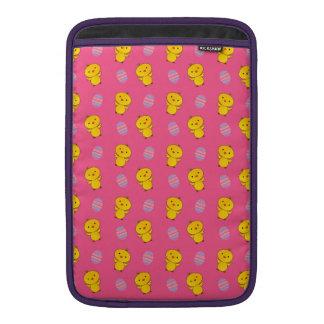 Modelo rosado lindo de pascua del polluelo del beb fundas para macbook air