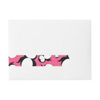 Modelo rosado lindo del pingüino etiquetas postales