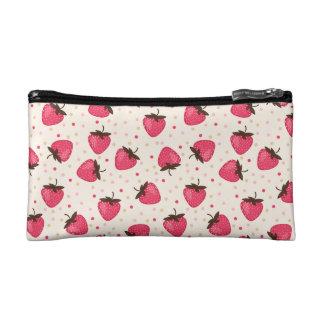 Modelo rosado lindo y femenino de las fresas