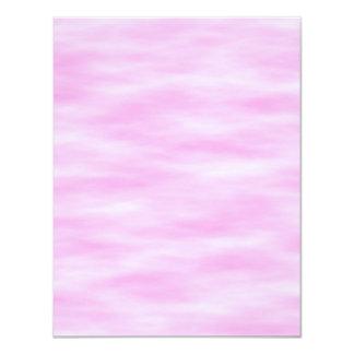 Modelo rosado. Ondas suaves, nubes Invitación Personalizada