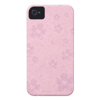 Modelo rosado sucio del corazón de la flor funda para iPhone 4 de Case-Mate