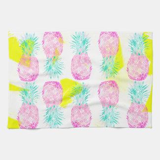 Modelo rosado tropical de las piñas del amarillo toalla de mano