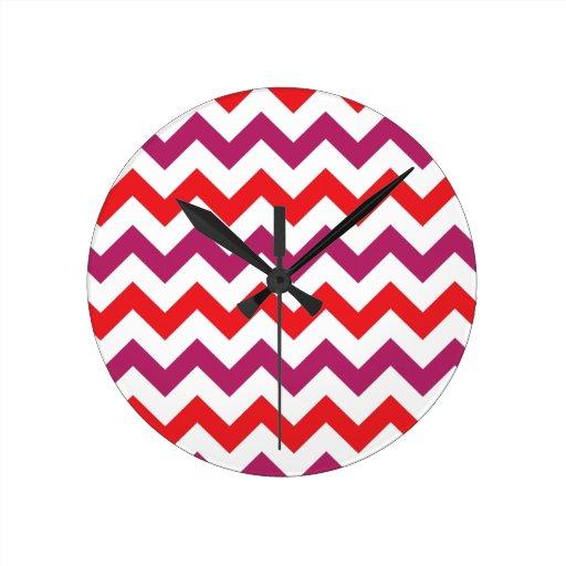 Modelo rosado y anaranjado de moda de Chevron Reloj Redondo Mediano