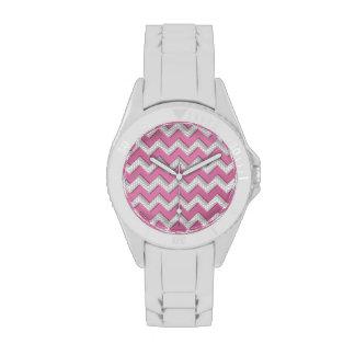 Modelo rosado y blanco cepillado lindo de Chevron Relojes De Mano