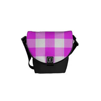 Modelo rosado y blanco de la guinga bolsa de mensajeria