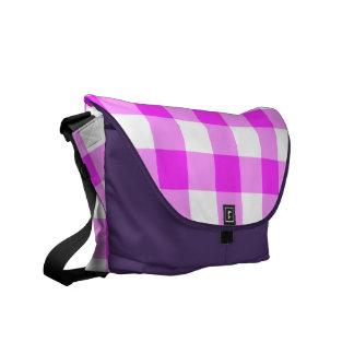 Modelo rosado y blanco de la guinga bolsas de mensajería