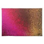 Modelo rosado y del oro mantel individual