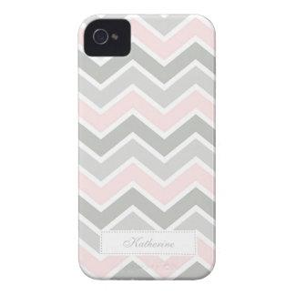 Modelo rosado y gris de Chevron del zigzag Case-Mate iPhone 4 Protectores