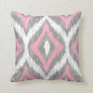 Modelo rosado y gris de Ogee Ikat Cojín Decorativo