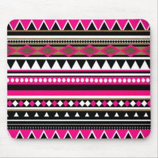 Modelo rosado y negro azteca mouse pad