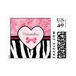 Modelo rosado y negro de moda de la cebra con sello postal