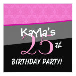 Modelo rosado y negro del cumpleaños moderno de la invitación 13,3 cm x 13,3cm