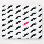 Modelo rosado y negro femenino divertido del bigot tapete de ratón