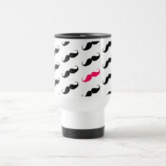 Modelo rosado y negro femenino divertido del taza térmica