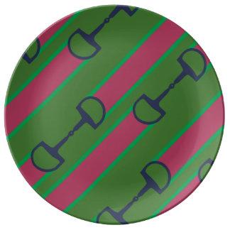 Modelo rosado y verde de la cinta del pedazo platos de cerámica