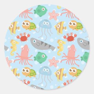 Modelo subacuático lindo y colorido de los animale etiqueta