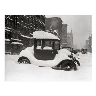 Modelo T enterrado en Snow, 1922 Tarjetas Postales