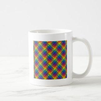 Modelo tejido del arco iris en gris taza de café