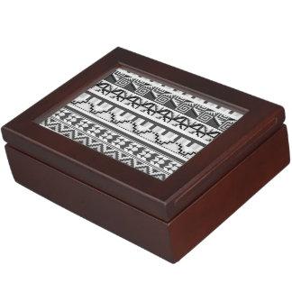 Modelo tribal azteca abstracto geométrico gris de caja de recuerdos