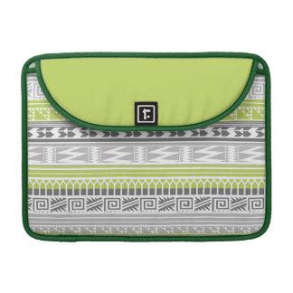 Modelo tribal azteca abstracto gris verde de la fundas macbook pro
