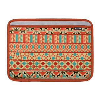 Modelo tribal azteca abstracto rosado de la fundas MacBook