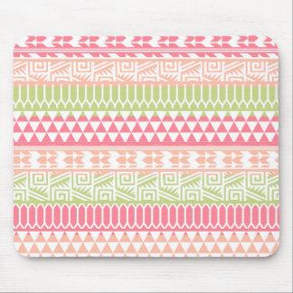 Modelo tribal azteca abstracto verde rosado de la tapete de ratón
