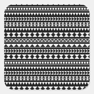 Modelo tribal azteca blanco y negro calcomanía cuadradase