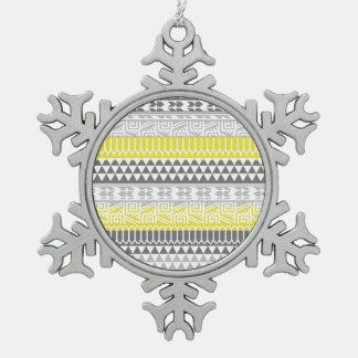 Modelo tribal azteca geométrico gris amarillo de adornos