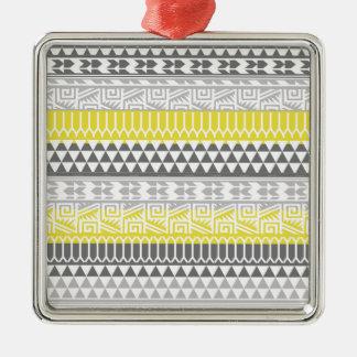 Modelo tribal azteca geométrico gris amarillo de adorno de navidad