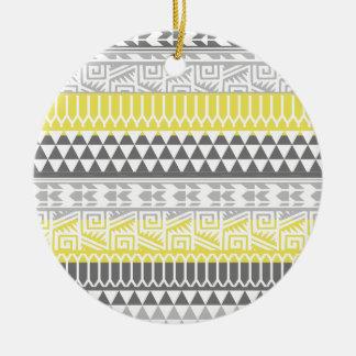Modelo tribal azteca geométrico gris amarillo de ornamentos de navidad