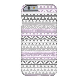 Modelo tribal azteca geométrico gris púrpura de la funda de iPhone 6 barely there