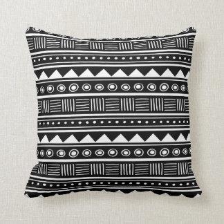 Modelo tribal azteca negro y blanco almohadas