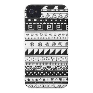 Modelo tribal blanco y negro iPhone 4 Case-Mate coberturas