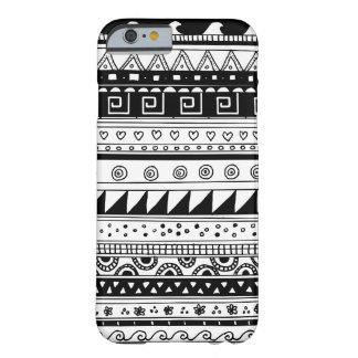 Modelo tribal blanco y negro funda de iPhone 6 barely there
