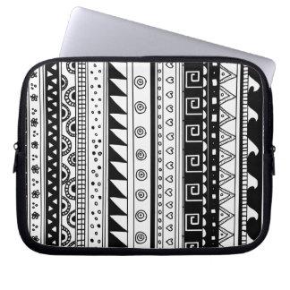 Modelo tribal blanco y negro mangas computadora