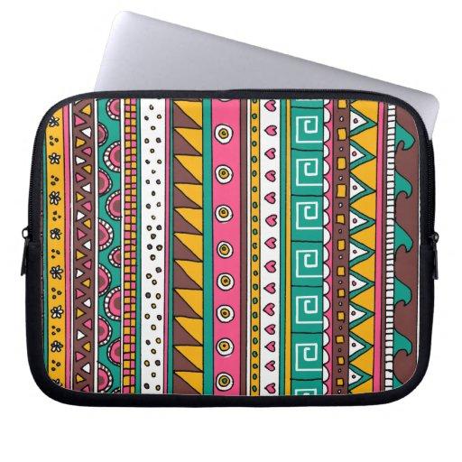 Modelo tribal colorido fundas portátiles