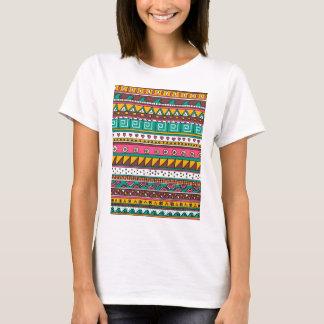 Modelo tribal colorido playera