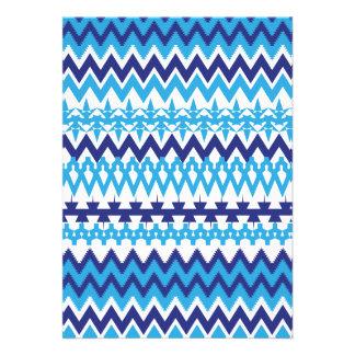 Modelo tribal de Chevron de las azules turquesas i Comunicado
