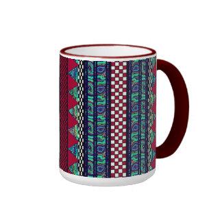 Modelo tribal de las rayas de Boho del pavo real Taza De Dos Colores