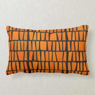 Modelo tribal del africano anaranjado y negro almohadas