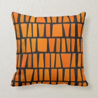 Modelo tribal del africano anaranjado y negro cojines