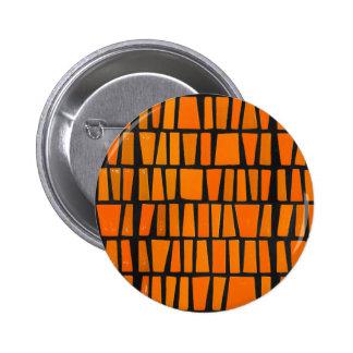 Modelo tribal del africano anaranjado y negro pin redondo de 2 pulgadas