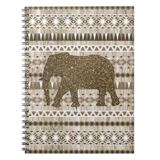 Modelo tribal del elefante caprichoso en el diseño libretas