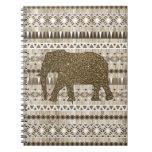 Modelo tribal del elefante caprichoso en el diseño cuaderno