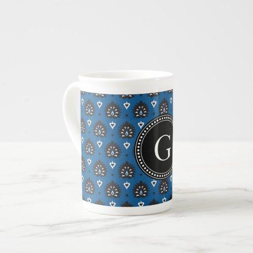 Modelo tribal del vintage del ikat femenino azul l taza de porcelana